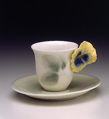 Pansy Cup With Saucer Lladro Figurine
