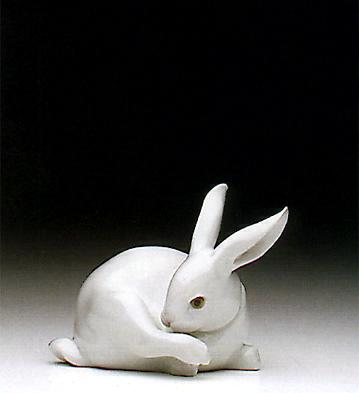 Preening Bunny Lladro Figurine