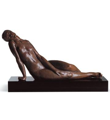 Reposing (l.e.) (b) Lladro Figurine