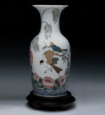 Rose Garden Vase (l.e.) ( Lladro Figurine