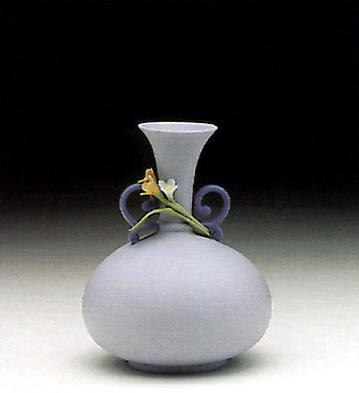Round Blue Jug Lladro Figurine
