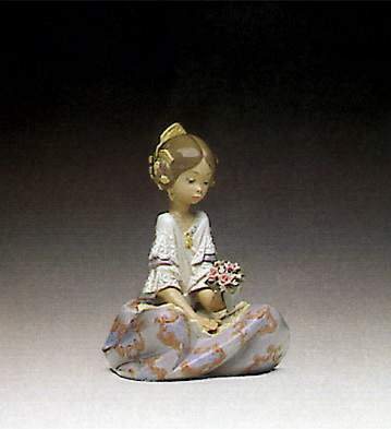 Serene Valenciana Lladro Figurine
