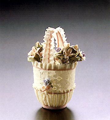 Sm.rnd.basket W/pink Lace Lladro Figurine