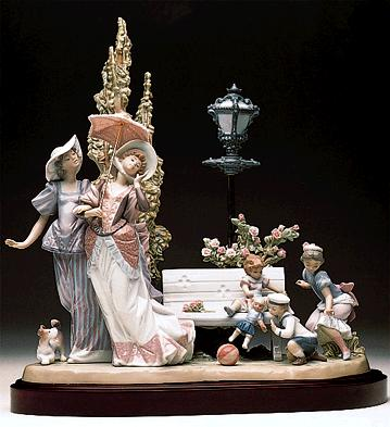 Stroll In The Park (b) Lladro Figurine