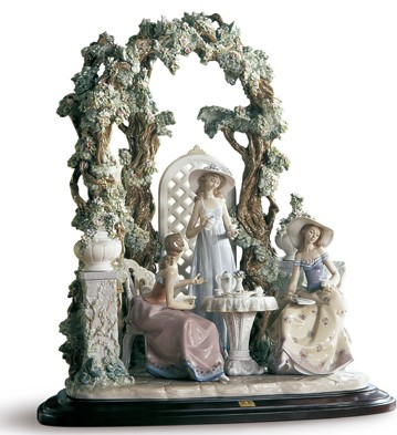 Tea In The Garden Lladro Figurine