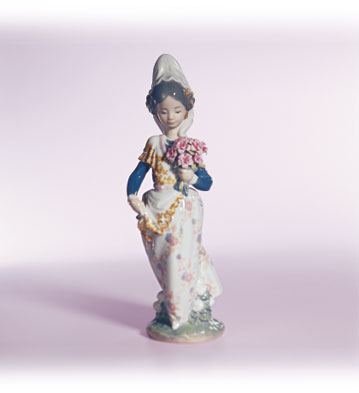 Valencian Girl With Flowers Lladro Figurine