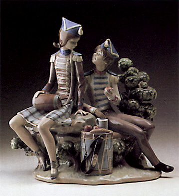 Vivandiere And Soldier Lladro Figurine